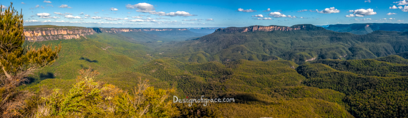 panorama over sublime point lookout with beautiful blue skies and green mountains, Blue Mountains National Park, NSW